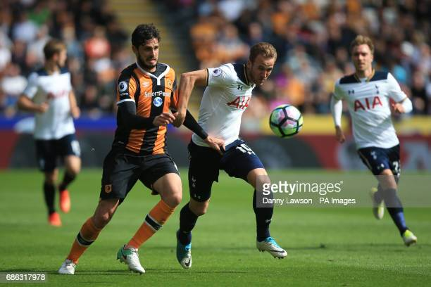 Tottenham Hotspur's Harry Kane and Hull City's Andrea Ranocchia battle for the ball during the Premier League match at the KCOM Stadium Hull