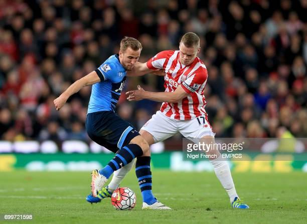 Tottenham Hotspur's Harry Kane and Stoke City's Ryan Shawcross battle for the ball