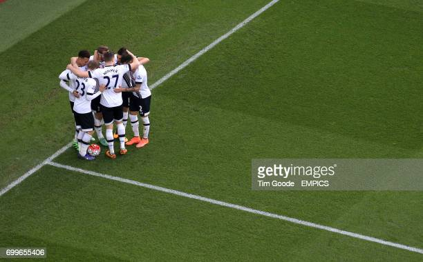 Tottenham Hotspur's Harry Kane celebrates scoring his side's second goal of the game with teammates