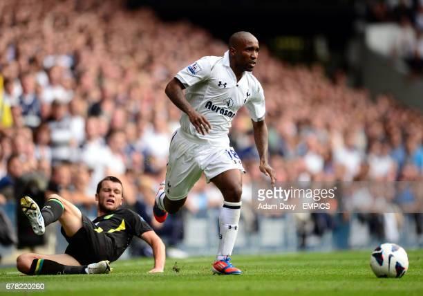Tottenham Hotspur's Jermain Defoe gets away from Norwich City's Jonny Howson