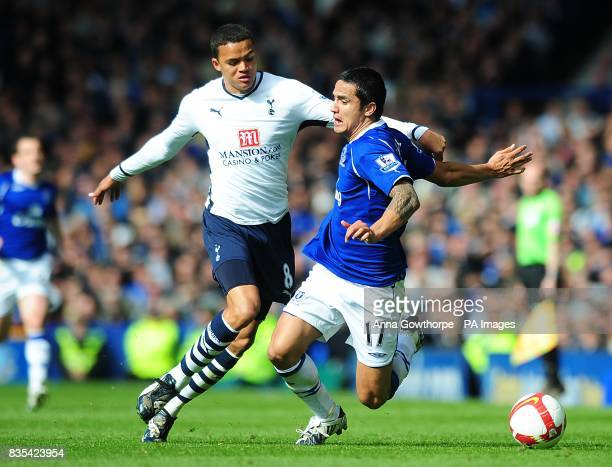 Tottenham Hotspur's Jermaine Jenas and Everton's Tim Cahill battle for the ball