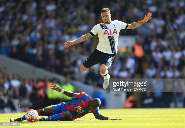 Tottenham Hotspur's Kyle Walker and Crystal Palace's Yannick Bolasie battle for the ball