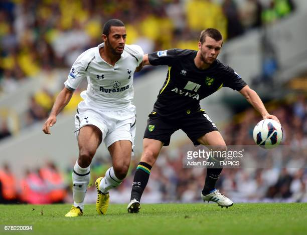 Tottenham Hotspur's Mousa Dembele and Norwich City's Jonny Howson battle for the ball