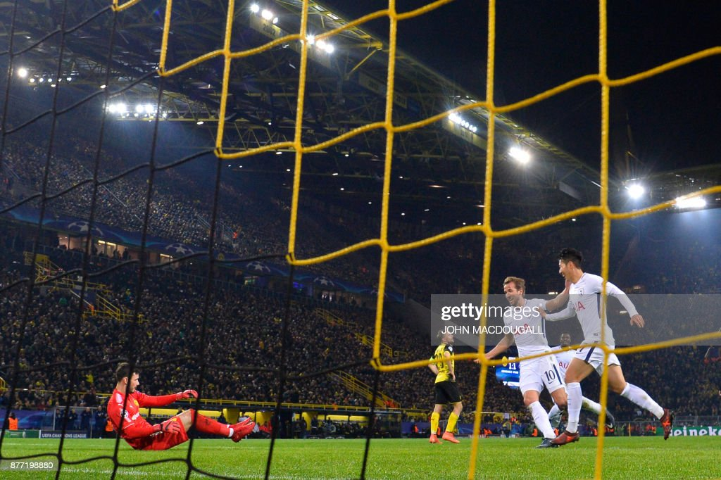 Tottenham Hotspur's South Korean striker Son Heung-Min (R) celebrates scoring past Dortmund's Swiss goalkeeper Roman Buerki (L) with his team-mate Tottenham Hotspur's English striker Harry Kane (C) during the UEFA Champions League Group H football match BVB Borussia Dortmund v Tottenham Hotspur at the BVB Stadion on November 21, 2017 in Dortmund, western Germany. / AFP PHOTO / John MACDOUGALL