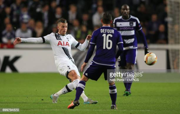 Tottenham Hotspur's Toby Alderweireld makes his pass past Anderlecht's Steven Defour