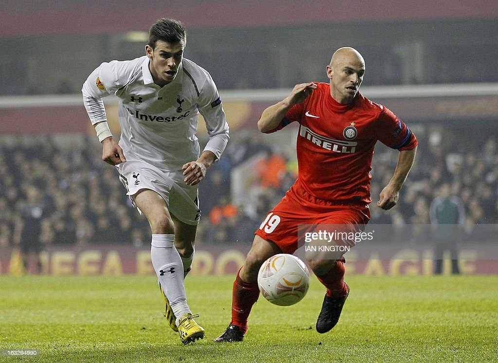 Tottenham Hotspur's Welsh footballer Gareth Bale (L) vies for the ball against Inter Milan's Argentinian midfielder Esteban Cambiasso during a UEFA Europa League Round of 16 football match between Tottenham Hotspur and Inter Milan at White Hart Lane in east London, on March 7, 2013.