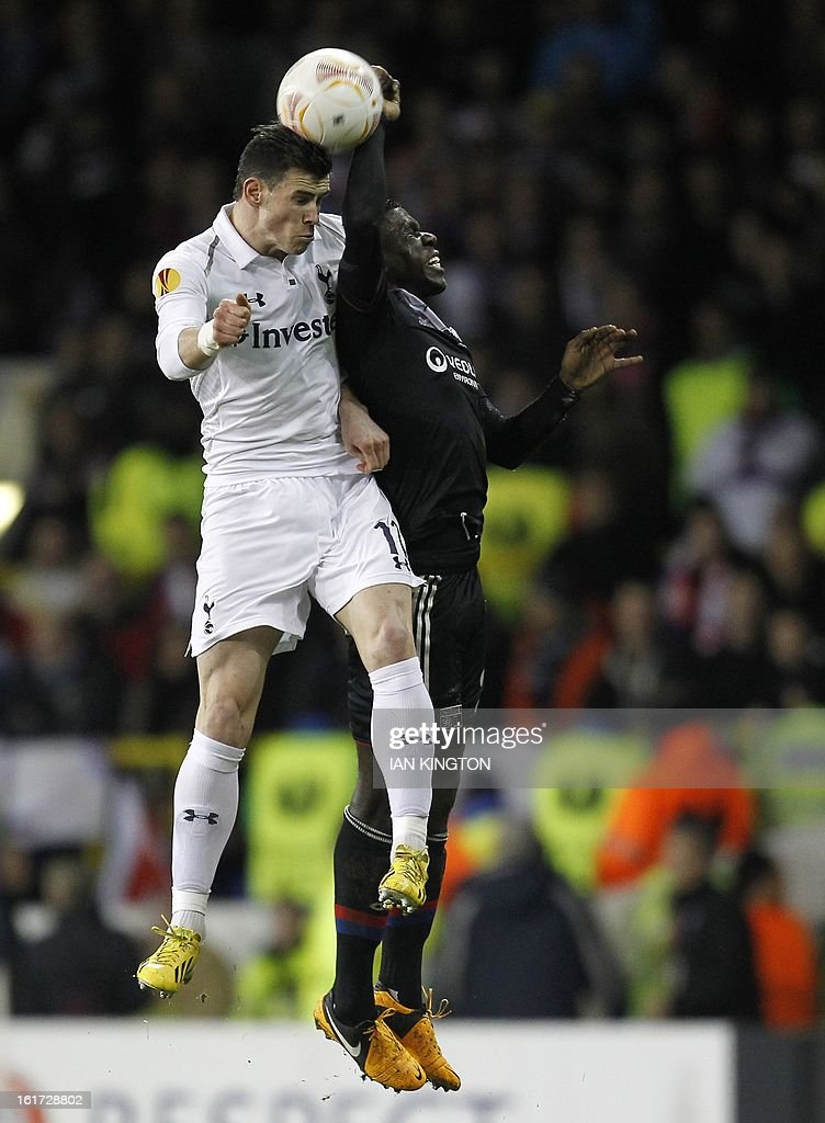 Tottenham Hotspur's Welsh midfielder Gareth Bale (L) vies with Lyon's French defender Samuel Umtiti during the Europa League Round of 32 football match between Tottenham Hotspur and Lyon at White Hart Lane in London, England, on February 14, 2013. AFP PHOTO / IAN KINGTON