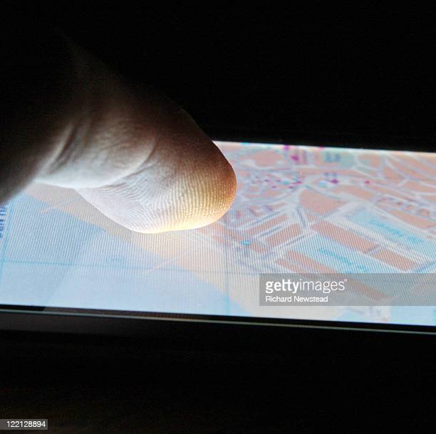 Touch screen map navigation