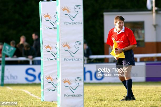 A touchjudge stands behind the posts