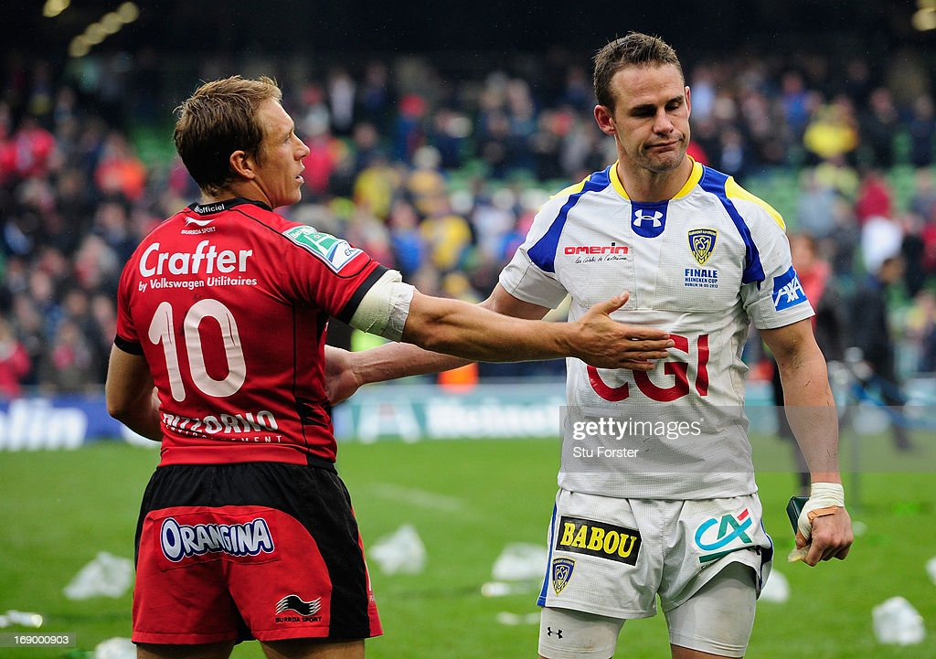 Toulon captain <a gi-track='captionPersonalityLinkClicked' href=/galleries/search?phrase=Jonny+Wilkinson&family=editorial&specificpeople=159417 ng-click='$event.stopPropagation()'>Jonny Wilkinson</a> (l) consoles Clermont fullback <a gi-track='captionPersonalityLinkClicked' href=/galleries/search?phrase=Lee+Byrne&family=editorial&specificpeople=460147 ng-click='$event.stopPropagation()'>Lee Byrne</a> after the Heineken Cup final match between Clermont Auvergne and Toulon at Aviva Stadium on May 18, 2013 in Dublin, Ireland.