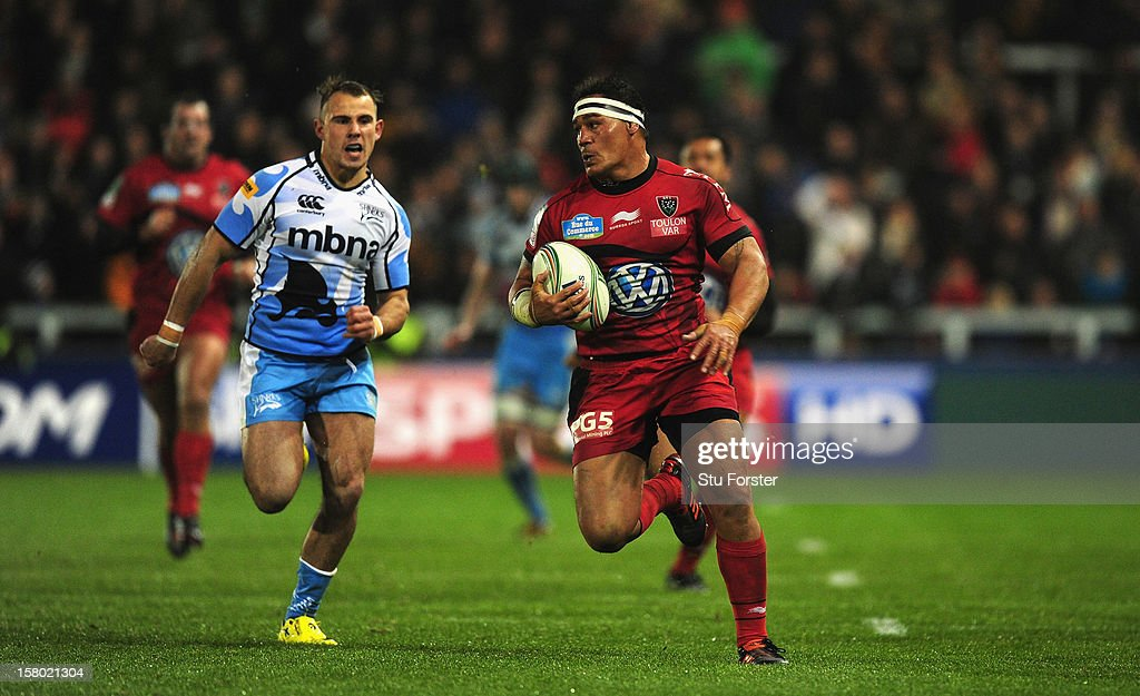 Toulon number 8 <a gi-track='captionPersonalityLinkClicked' href=/galleries/search?phrase=Chris+Masoe&family=editorial&specificpeople=540337 ng-click='$event.stopPropagation()'>Chris Masoe</a> races away from Mark Jennings of Sale during the Heineken Cup match between Sale Sharks and Toulon at Salford City Stadium on December 8, 2012 in Salford, England.