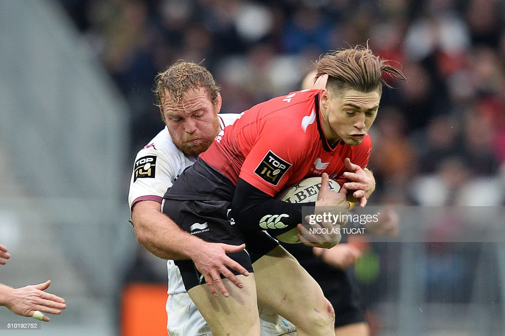 Toulon's Australian fullback James OConnor (R) is tackled by Bordeaux-Begles' New Zealand flanker Luke Braid (L) during the French Top 14 rugby union match between Bordeaux-Begles and Toulon on February 14, 2016 at the Matmut Atlantique stadium in Bordeaux, southwestern France. AFP PHOTO / NICOLAS TUCAT / AFP / NICOLAS TUCAT