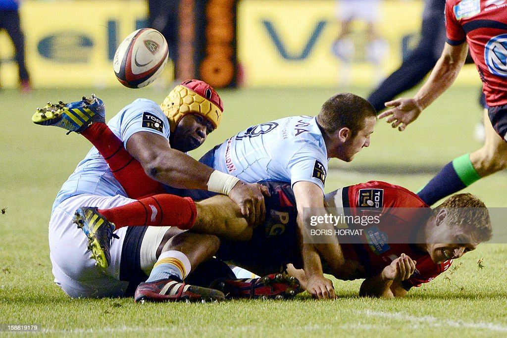 RC Toulon's British fly-half Jonny Wilkinson (R) falls with Perpignan lock Robins Tchale-Watchou (L) and fly-half David Mele (C) during the French Top 14 rugby Union match RC Toulon versus Perpignan, on December 30, 2012, at the Mayol stadium, in the French southern city of Toulon. AFP PHOTO / BORIS HORVAT