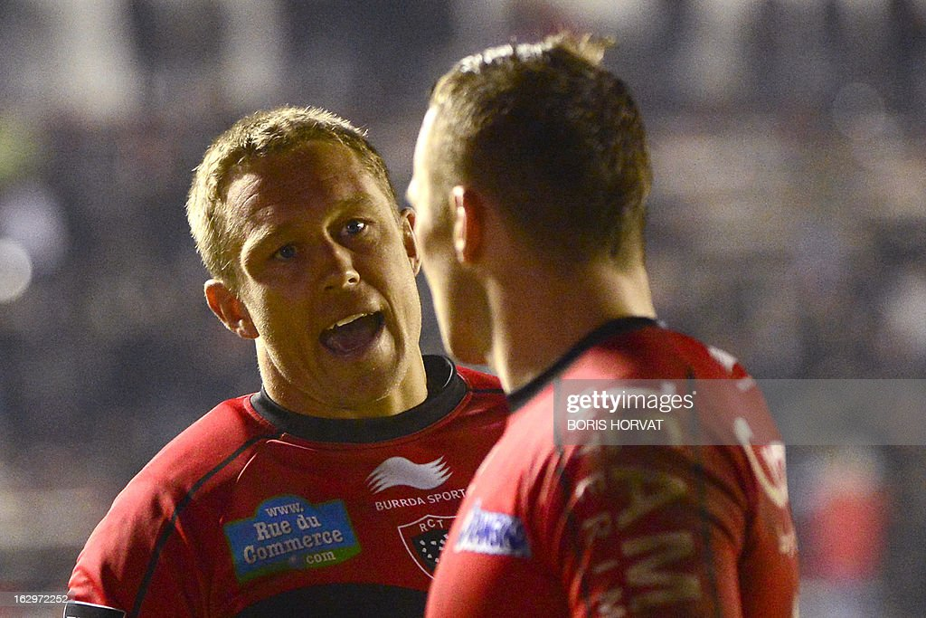 Toulon's British fly-half Jonny Wilkinson (L) talks to Toulon's Australian fly-half Matt Giteau after the French Top 14 rugby Union match Toulon versus Toulouse on March 2, 2013, at the Mayol stadium, in the French southern city of Toulon.