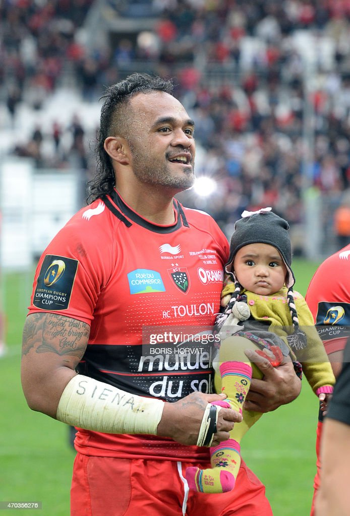 Toulon's centre Jocelino Suta celebrates with his son at the end of the European Champions Cup rugby union semi final match between Toulon and Leinster on April 19, 2015 at the Velodrome stadium in Marseille, southeastern France. AFP PHOTO / BORIS HORVAT