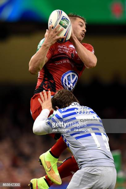 RC Toulon's Drew Mitchell claims the high ball above Saracens' Alex Goode