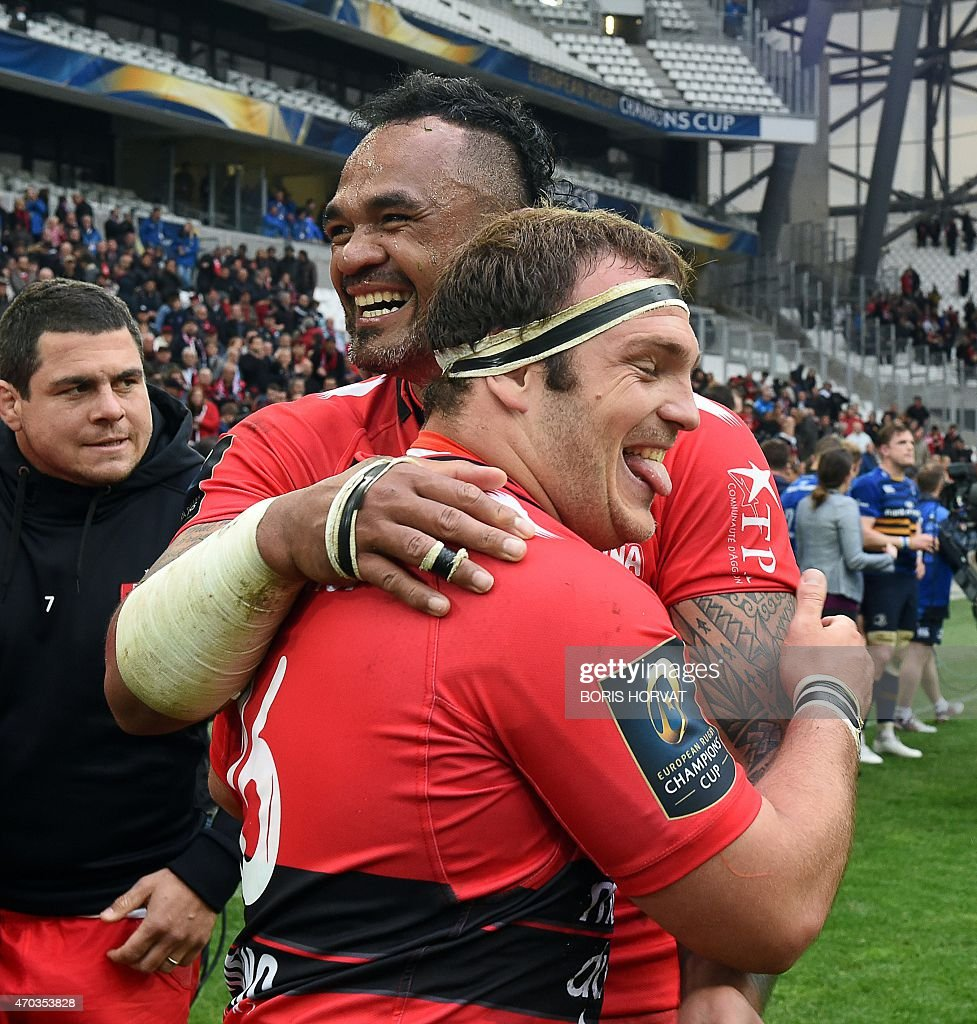 Toulon's flanker Juan Smith (R) and Toulon's centre Jocelino Suta (L) celebrate European Champions Cup rugby union semi final match between Toulon and Leinster on April 19, 2015 at the Velodrome stadium in Marseille, southeastern France. AFP PHOTO / BORIS HORVAT