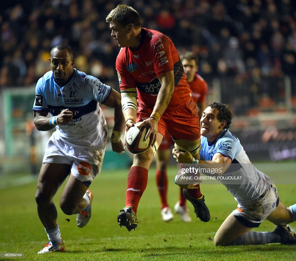 RC Toulon's flanker Juan Smith vies with Bayonne's Santiago Fernandez during the French Top 14 rugby union match Toulon vs Bayonne at the Mayol...