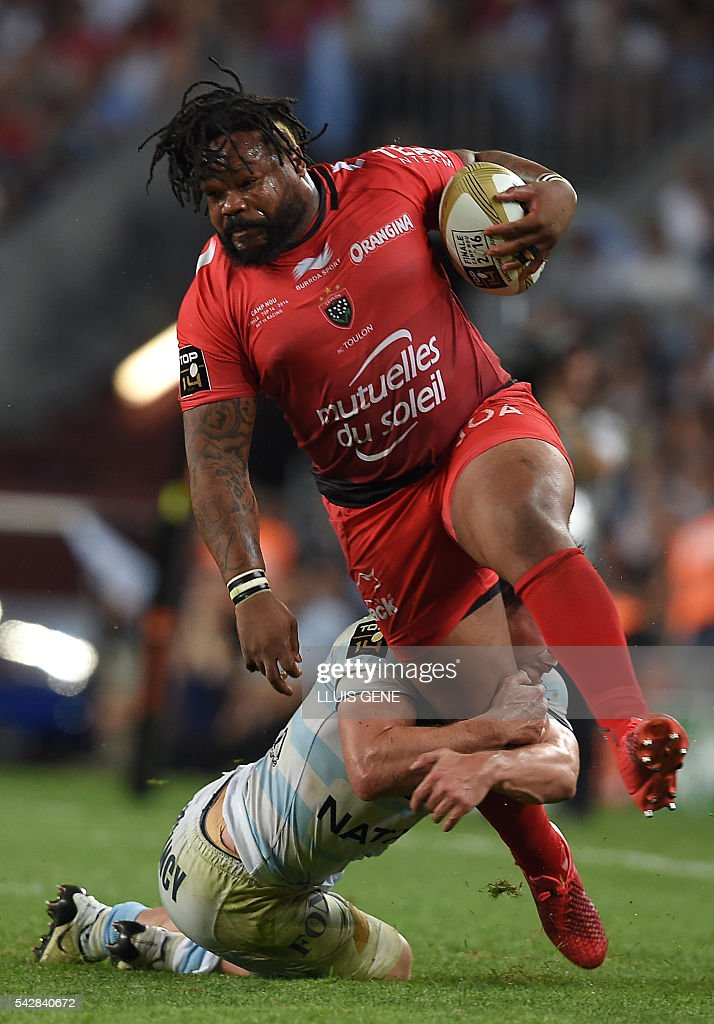 RC Toulon's French centre Mathieu Bastareaud (R) is tackled by Racing Metro 92's French centre Henry Chavancy during the French Top14 rugby union final match Toulon vs Racing 92 at the Camp Nou stadium in Barcelona on June 24, 2016. / AFP / LLUIS