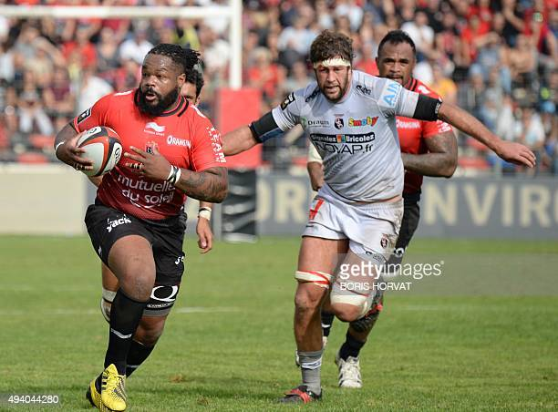 RC Toulon's French centre Mathieu Bastareaud vies for the ball with Oyonnax' Samoan flanker Maurie Fa'asavalu during the French Top 14 rugby union...