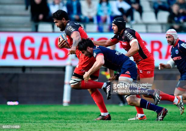 Toulons French lock Romain Taofifenua runs to score a try during the French Top 14 rugby union match between FC Grenoble and RC Toulon on March 19...