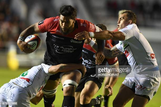 RC Toulon's French lock Romain Taofifenua vies for the ball with Pau's Fijian centre Jale Vatubua during the French Top 14 rugby union match between...