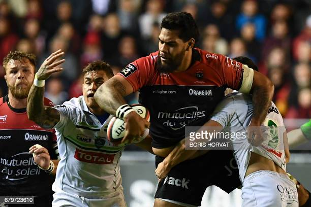 RC Toulon's French lock Romain Taofifenua vies for the ball with Pau's French scrumhalf Thibault Daubagna during the French Top 14 rugby union match...