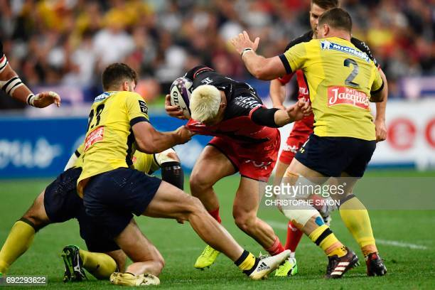 Toulon's fullback James O'Connor fights for the ball with Clermont's centre Damien Penaud and Clermont's hooker Benjamin Kayser during the French Top...