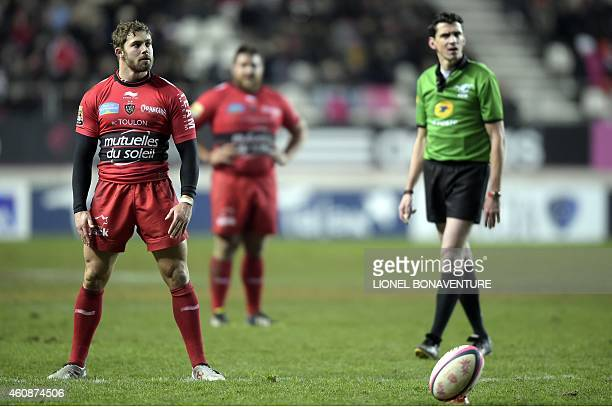 RC Toulon's fullback Leigh Halfpenny gets ready to kick a penalty during the French Top 14 rugby match between Stade Francais and Toulon on December...