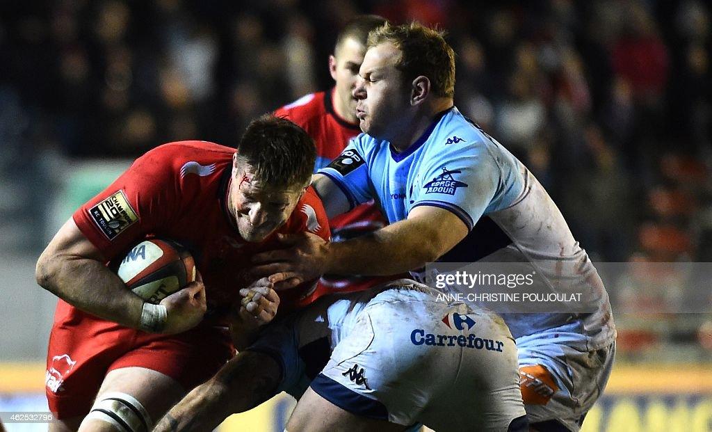 RC Toulon's lock Bakkies Botha vies with Bayonne's Gert Muller during the French Top 14 rugby union match Toulon vs Bayonne at the Mayol stadium on...