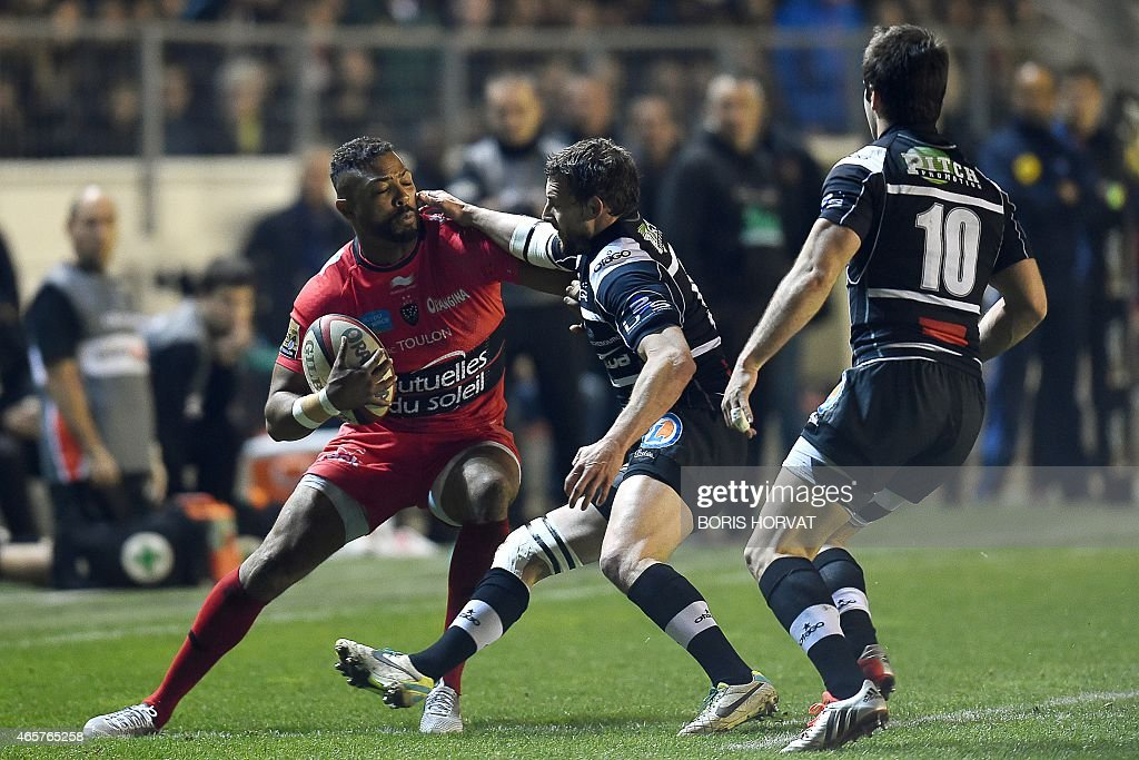RC Toulon's lock Jocelino Suta (L) fights for the ball with Brive's Arnaud Mela (C) and Nicolas Bezy (R) during the French Top 14 rugby union match between RC Toulon and Brive at the Mayol stadium on March 7, 2015 in Toulon, southern France.