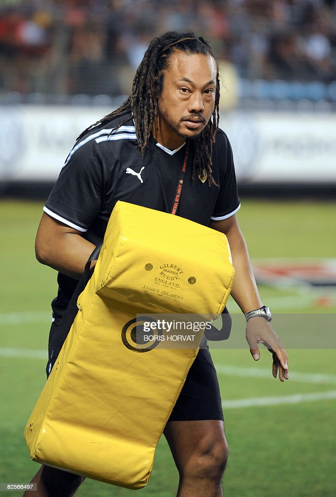 RC Toulon's manager <a gi-track='captionPersonalityLinkClicked' href=/galleries/search?phrase=Tana+Umaga&family=editorial&specificpeople=203218 ng-click='$event.stopPropagation()'>Tana Umaga</a> takes part in the warm-up prior to their French Top 14 rugby union match Toulon v. Clermont on August 26, 2008 at the Mayol stadium in Toulon, southern France. Toulon defeated Clermont 22-16. AFP PHOTO BORIS HORVAT