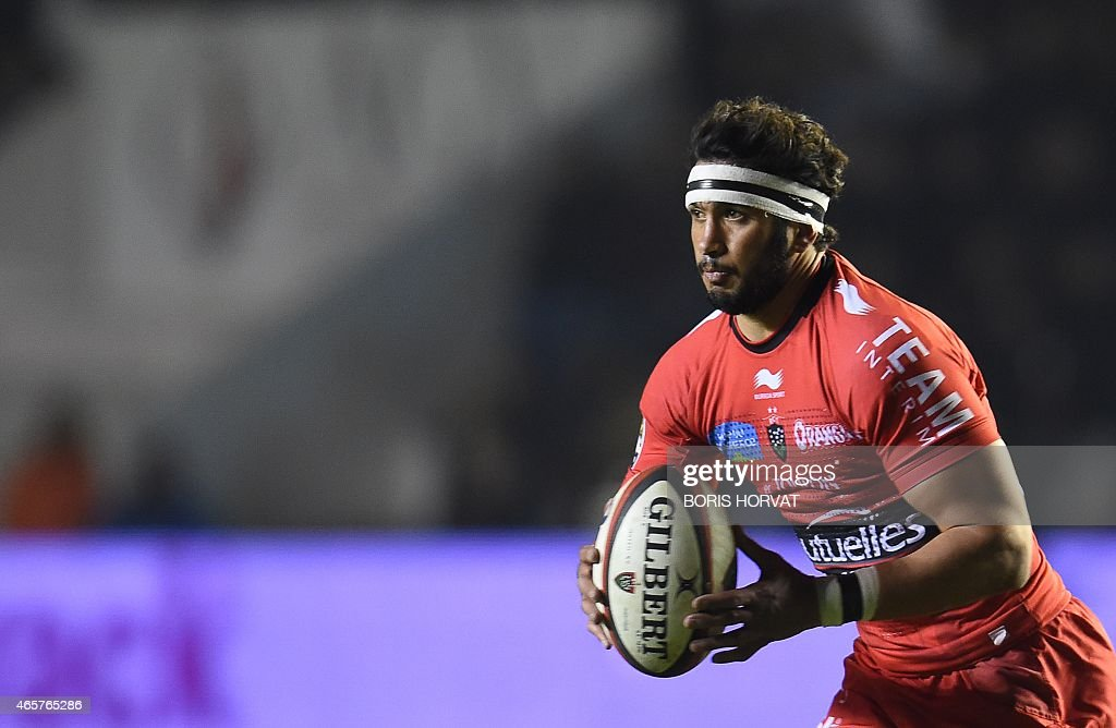 RC Toulon's Maxime Mermoz runs with the ball during the French Top 14 rugby union match between RC Toulon and Brive at the Mayol stadium on March 7, 2015 in Toulon, southern France. AFP PHOTO / BORIS HORVAT