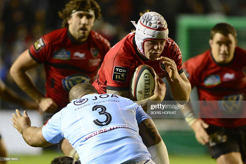 RC Toulon's South Africa flanker and captain Joe Van Niekerk (R) vies with Perpignan player Kisi Pulu (L) during the French Top 14 rugby Union match RC Toulon versus Perpignan, on December 30, 2012, at the Mayol stadium, in the French southern city of Toulon. AFP PHOTO / BORIS HORVAT