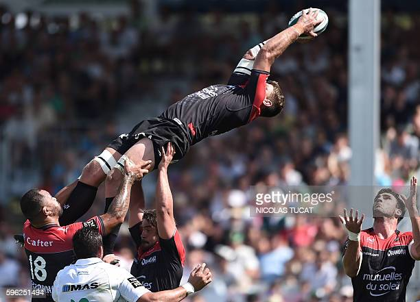 RC Toulon's South African flanker Juanne Smith grabs the ball in a lineout during the French Top 14 rugby union match between Pau and Toulon on...