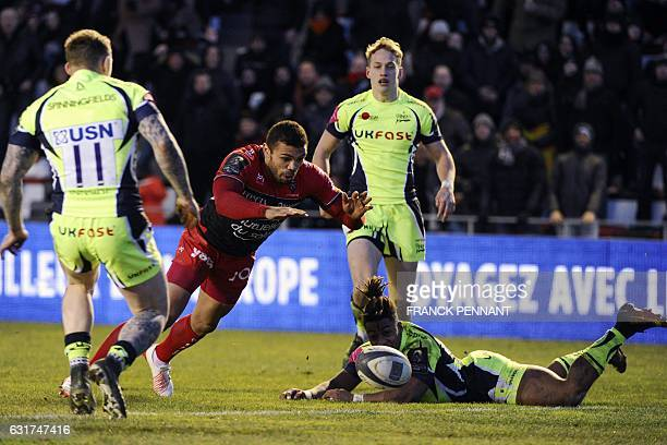 RC Toulon's South African winger Bryan Habana scores a try during the European Rugby Champions Cup match between RC Toulon and Sale Sharks on January...