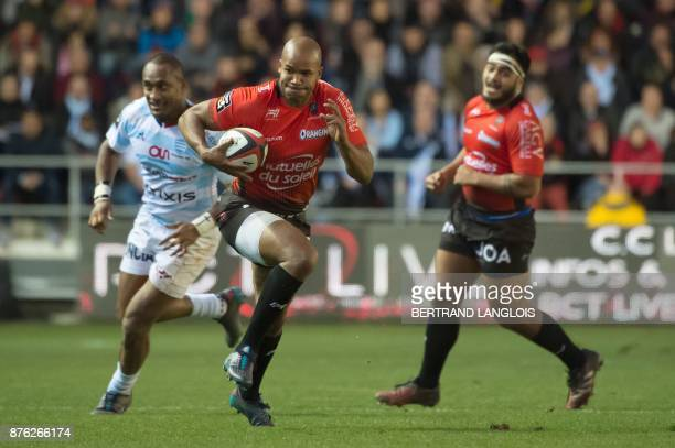 RC Toulon's South African winger JP Pietersen powers his way to score a try during the French Top 14 rugby union match RC Toulon vs Racing 92 on...