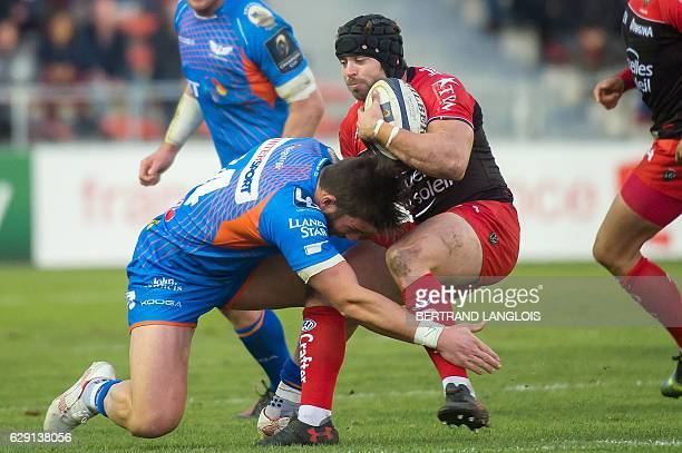 RC Toulon's Welsh fullback Leigh Halfpenny vies with Llanelli's full back from Wales Liam Williams during the Champions Cup rugby union match RC...
