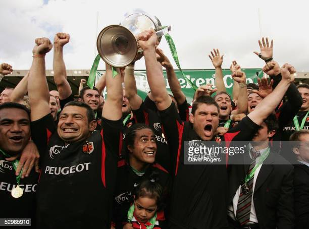 Toulouse celebrate after winning the Heineken Cup Final between Stade Francais and Toulouse at Murrayfield on May 22 2005 in Edinburgh Scotland