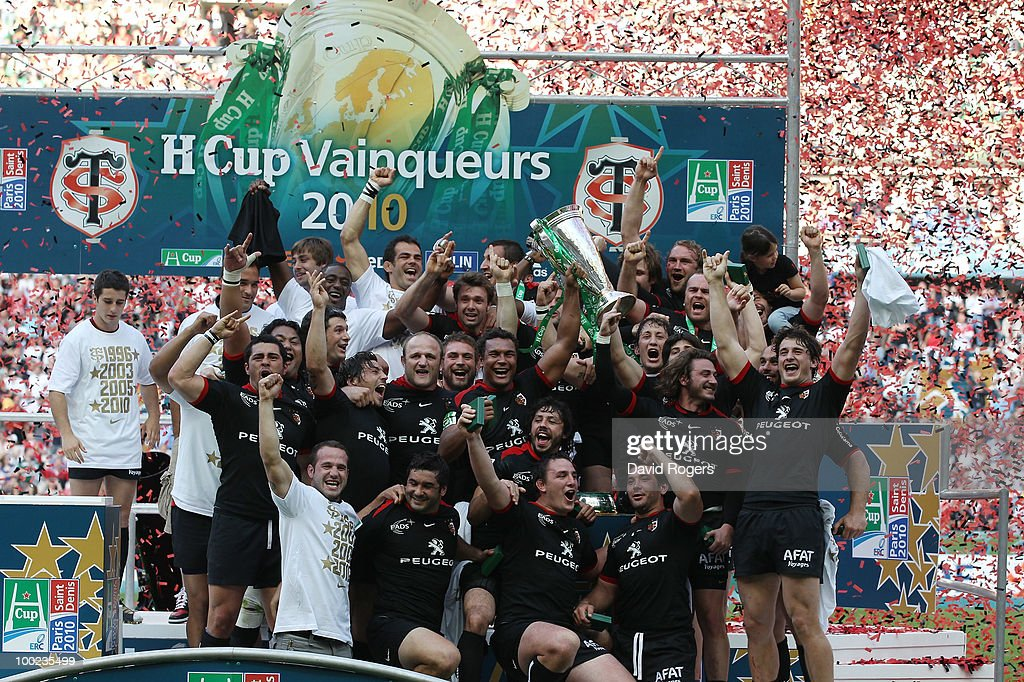 Toulouse celebrate with the trophy after winning the Heineken Cup Final at Stade France on May 22, 2010 in Paris, France.