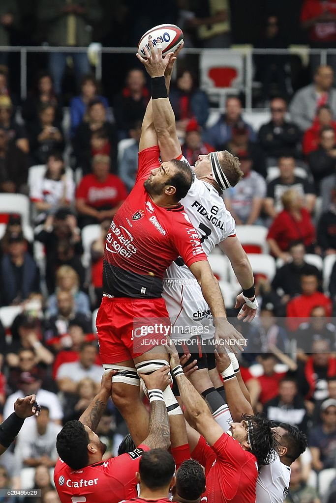 Toulouse's Australian flanker Talalelei Gray (R) vies with RC Toulon's Georgian flanker Mamuka Gorgodze (L) during the French Top 14 rugby union match Toulon vs Toulouse on April 30, 2016 at the 'Allianz Riviera' stadium in Nice, southeastern France.