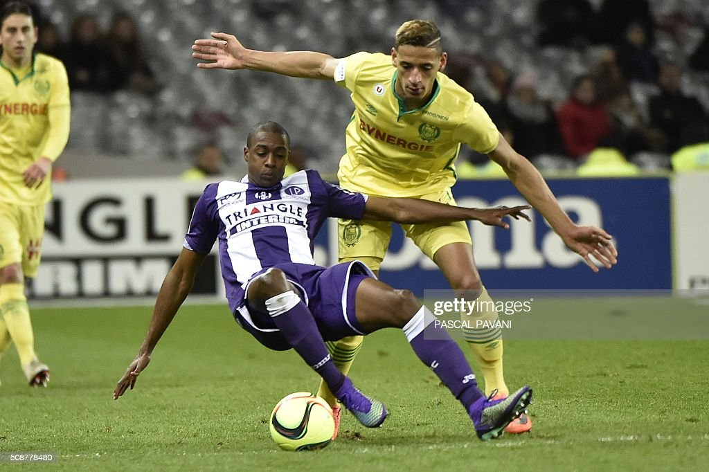 Toulouse's Brazilian midfielder Somalia vies with Nantes' French forward Yacine Bammou (R) during the French L1 football match Toulouse against Nantes on February 6, 2016 at the Municipal Stadium in Toulouse. AFP PHOTO / PASCAL PAVANI / AFP / PASCAL PAVANI