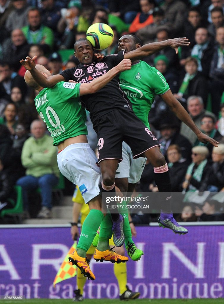Toulouse's Brazilian midfielder Somalia (C) vies with Saint-Etienne's players during the French L1 football match between Saint Etienne and Toulouse at the Geoffroy Guichard stadium in Saint Etienne, central France, on April 30, 2016.