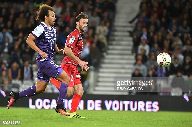 Toulouse's captain Martin Braithwaite runs with the ball during the French L1 football match Toulouse against Guingamp on september 17 2016 at the...