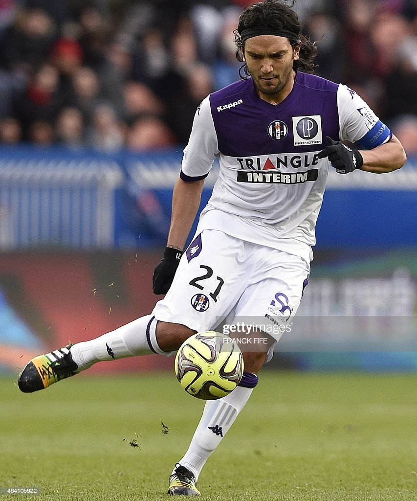 Toulouse's Colombian midfielder <a gi-track='captionPersonalityLinkClicked' href=/galleries/search?phrase=Abel+Aguilar&family=editorial&specificpeople=2309935 ng-click='$event.stopPropagation()'>Abel Aguilar</a> controls the ball during the French L1 football match between Paris Saint-Germain (PSG) vs Toulouse on February 21, 2015 at the Parc des Princes stadium in Paris.