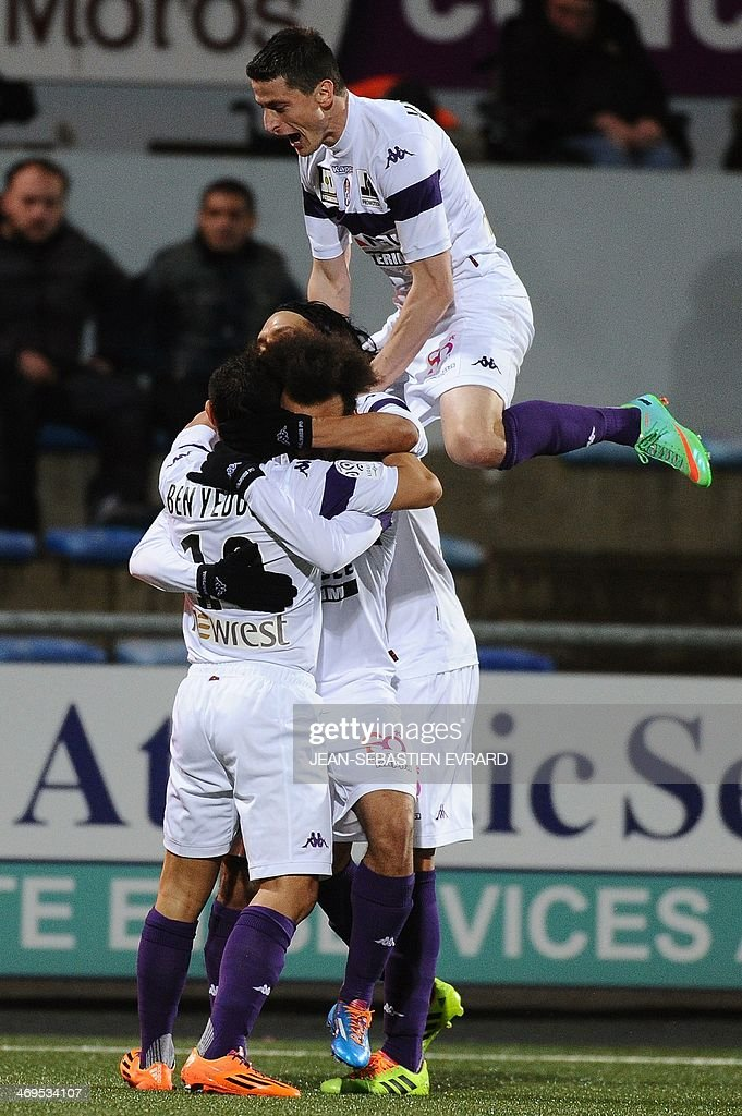 Toulouse's Danish forward Martin Braithwaite celebrates after scoring a goal with his teammates during the French L1 football match between Lorient and Toulouse on February 15, 2014 at the Moustoir stadium in Lorient, western France.