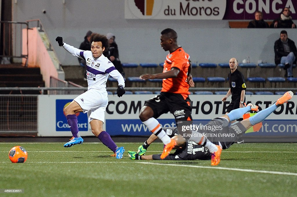 Toulouse's Danish forward Martin Braithwaite scores a goal during the French L1 football match between Lorient and Toulouse on February 15, 2014 at the Moustoir stadium in Lorient, western France.