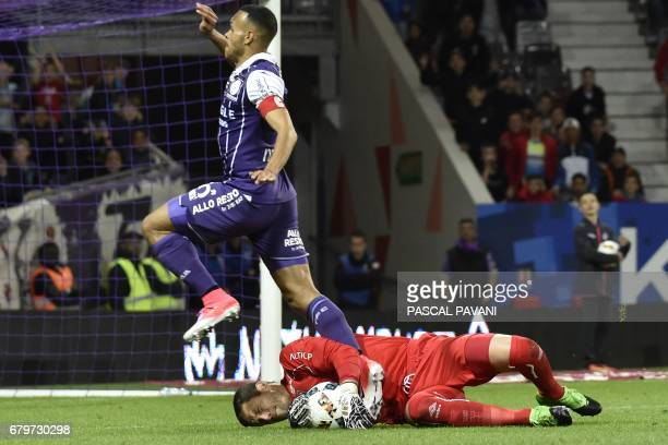 Toulouse's Danish forward Martin Braithwaite vies with Caen's French goalkeeper Remy Vercoutre during the French L1 football match between Toulouse...