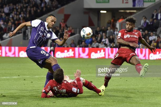 Toulouse's Danish forward Martin Braithwaite vies with Dijon's French midfielder Romain Amalfitano and Dijon's French defender Valentin Rosier during...