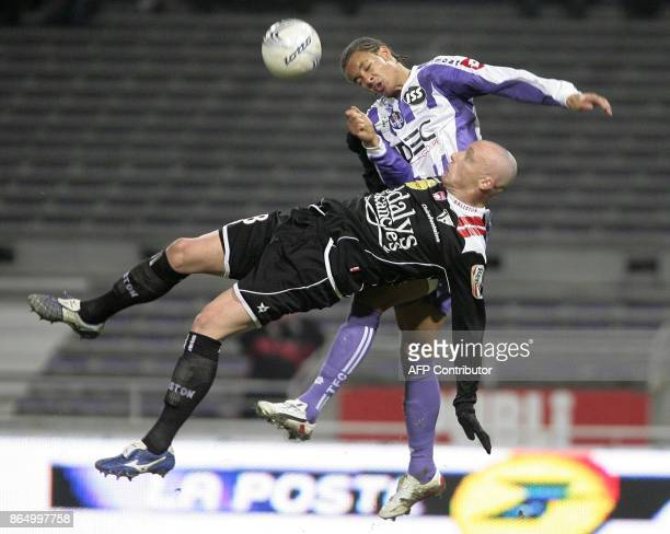 Toulouse's defender Daniel Congre vies with Nancy's defender Sebastien Puygrenier during their French L1 football match Toulouse FC vs AS...